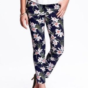 Old Navy Mid-Rise Pixie Pants in Navy Floral